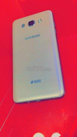 Samsunge galaxi j7 6 . Gold ba9i n9i dial charika - 1
