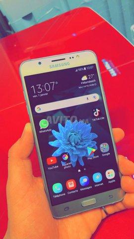 Samsunge galaxi j7 6 . Gold ba9i n9i dial charika - 5