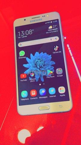 Samsunge galaxi j7 6 . Gold ba9i n9i dial charika - 2