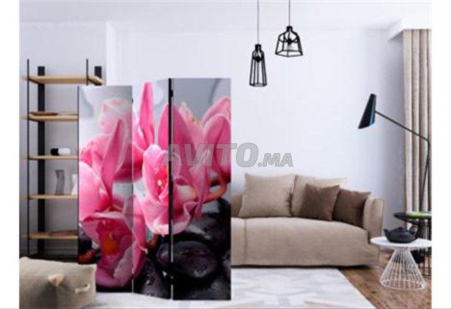 Séparation Fleurs d'orchidées avec pierres - 1