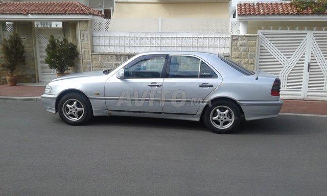 Voiture Mercedes benz 220 1995 à rabat  Diesel  - 8 chevaux