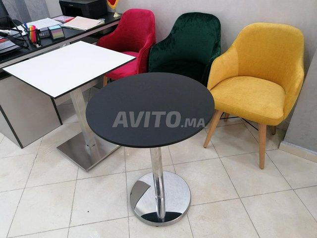 Chaises et table - 1