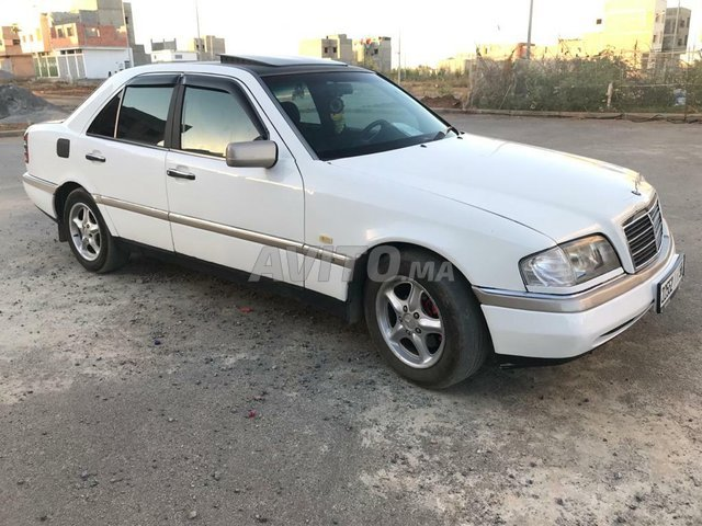 Voiture Mercedes benz 220 1995 à rabat  Diesel  - 9 chevaux