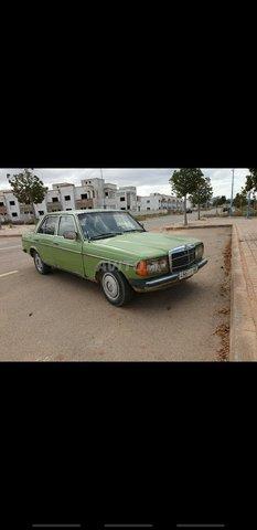 Voiture Mercedes benz 220 1980 ou pl à nador  Diesel  - 9 chevaux