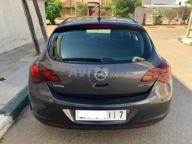 Voiture Opel Astra 2011 à salé  Diesel