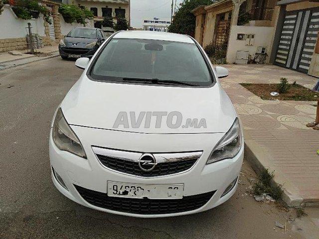 Voiture Opel Astra 2012 à khouribga  Diesel  - 7 chevaux