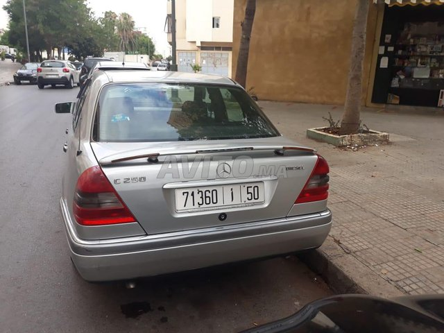 Voiture Mercedes benz R250 1994 à rabat  Diesel  - 10 chevaux