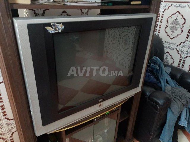 Télévision avec table - 4
