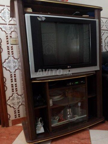 Télévision avec table - 3