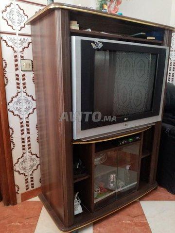 Télévision avec table - 1